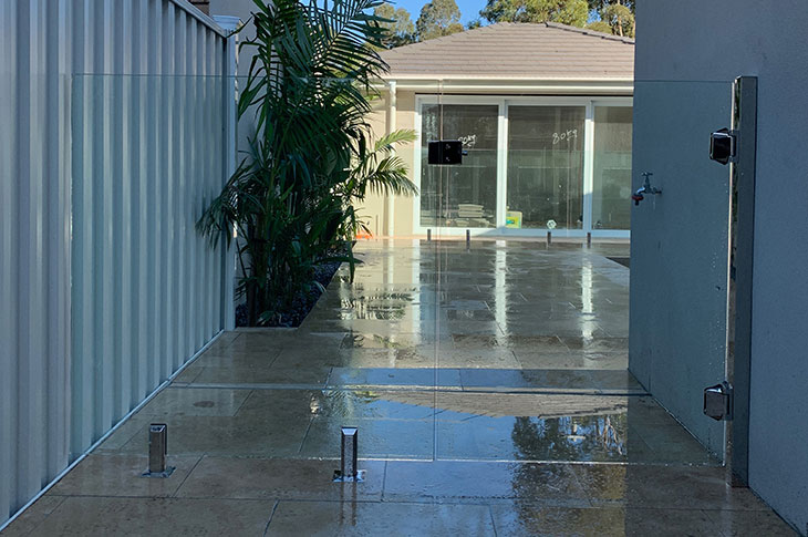new-zero-edge-glass-pool-fence-keilor
