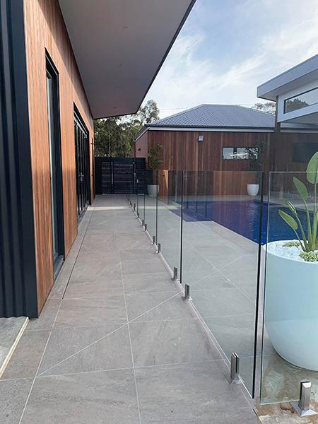 zero-edge-frameless-glass-pool-fence